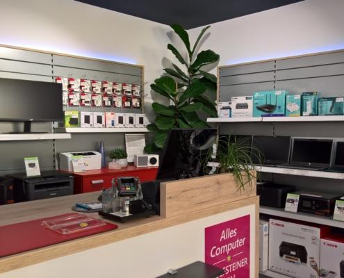 Shop innen, mit Theke und verkaufsregalen, Monitore, Notebooks, Drucker und Zubehör