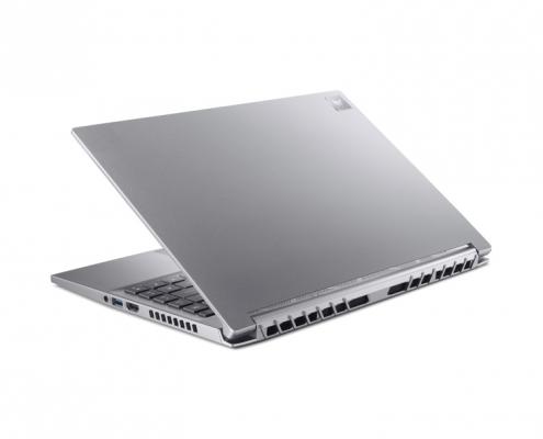 Acer Predator Triton 300SE -seitlich hinten