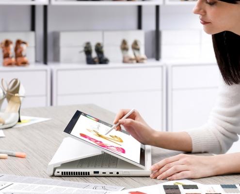 Acer ConceptD 7 Ezel CC715-71-73AW -Lifestyle