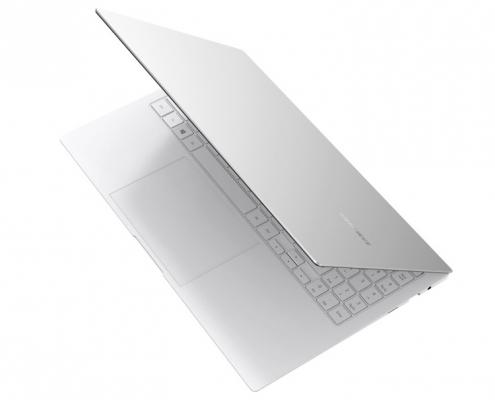 Samsung Galaxy Book Pro 15 Mystic Silver -oben